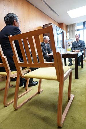 天童木工コラボチェア 副知事室寄贈式