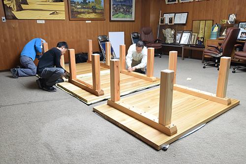 吉野杉テーブル搬入