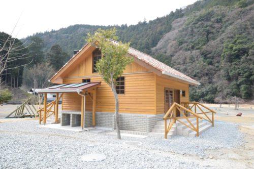 川上村白川渡オートキャンプ場炊事棟外観2