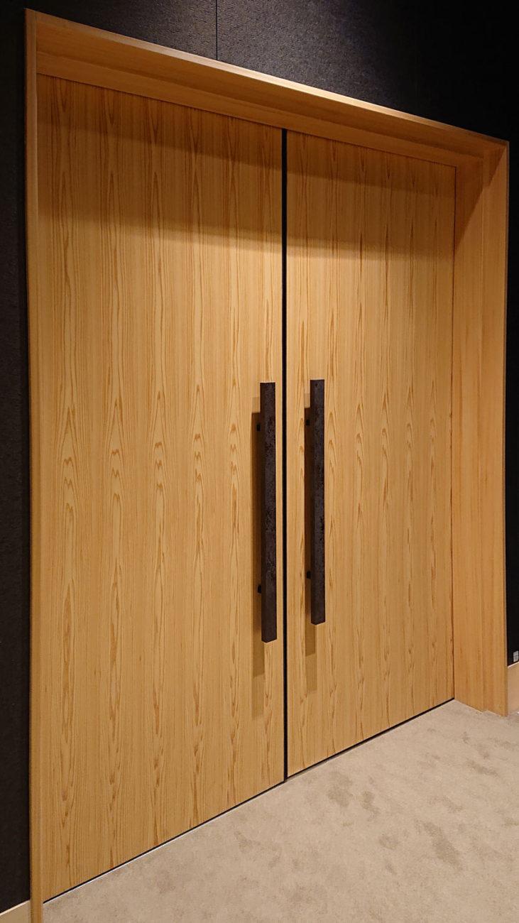 吉野プレミアムシート板目ドア1